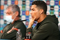 Thong diep dang sau hanh dong cua Pogba va Ronaldo hinh anh