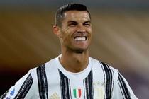 Ronaldo lap cu dup giup Juventus thoat thua Roma hinh anh