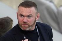 HLV Rooney vao bong khien hoc tro chan thuong nang hinh anh