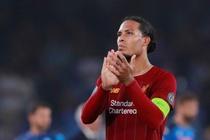Van Dijk mac sai lam, Liverpool thua trang Napoli 0-2 hinh anh