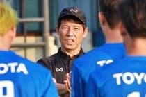 HLV Nishino noi gi khi tro ve Thai Lan sau that bai SEA Games? hinh anh