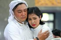 Viet Trinh, Giang My khoc trong tang le NSND Ly Huynh hinh anh