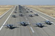 35 chiec F-35 lan dau trinh dien ky thuat 'voi di bo' hinh anh
