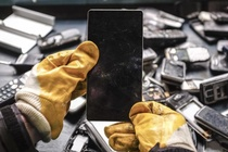 100 trieu chiec smartphone cu loc duoc 120 kg vang hinh anh