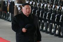 Quan chuc xep hang o ga tau tien Kim Jong Un di Trung Quoc hinh anh