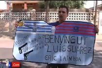 Luis Suarez duoc fan chao dong nong nhiet tai Barcelona hinh anh