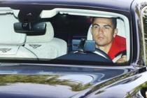 Cristiano Ronaldo dung dien thoai Huawei doi cu hinh anh