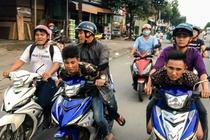 Hiep si Nguyen Thanh Hai duoc tang xe Exciter moi hinh anh