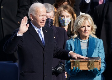 Khoanh khac ong Biden tuyen the nham chuc tong thong hinh anh