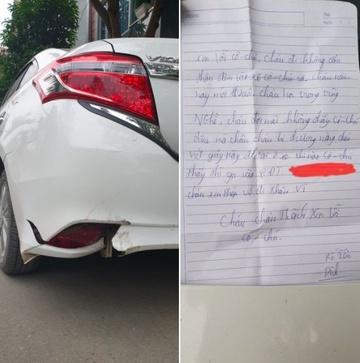 Nam sinh làm móp đuôi xe để lại số điện thoại cùng lời xin lỗi.Ảnh chụp màn hình.