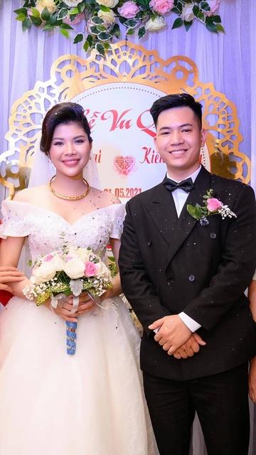 Ngay sau đám cưới, chú rể Kiến Dương phải đi cách ly vì tiếp xúc với F0.