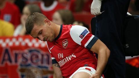 Arsenal nhan tin du: Podolski nghi hon hai thang hinh anh