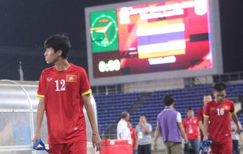 Cau thu U19 Viet Nam nguoc nhin Thai Lan dang quang hinh anh