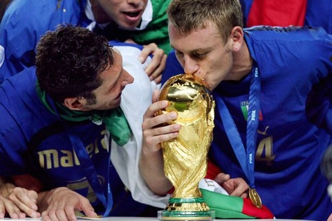 Sao tuyen Italy tung tang HCV World Cup cho nguoi chet hinh anh
