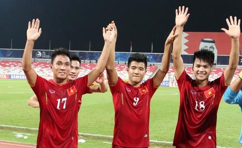 Cau thu U19 Viet Nam bi HLV mang vi tu man hinh anh
