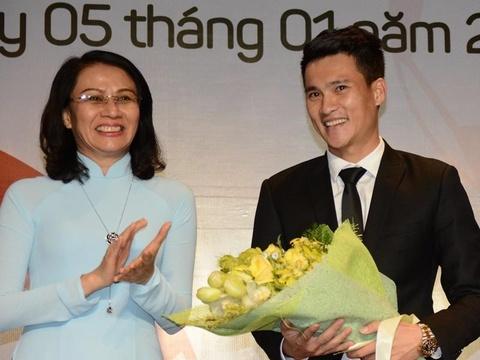Cong Vinh lam quyen Chu tich CLB TP.HCM hinh anh