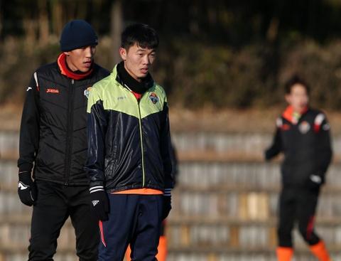 'Xuan Truong se som ra san thi dau cho Gangwon FC' hinh anh