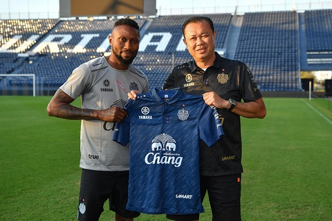 Doi bong nha giau Thai Lan chieu mo 'sat thu' V.League hinh anh