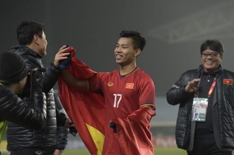 U23 Iraq bat khoc, lang nhin U23 Viet Nam an mung chien thang hinh anh 10