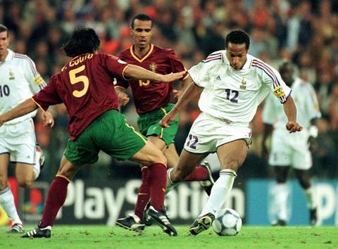 Thierry Henry va nhung buoc chay dang nho cua 'Dua con than gio' hinh anh 2