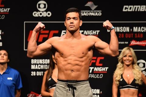 UFC FN 119: Tro lai sau 2 nam, nha cuu vo dich bi dam guc chong vanh hinh anh 2