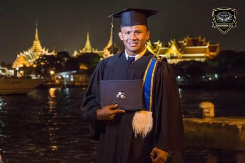'Thanh Muay Thai' Buakaw: Mot nha su, mot cu nhan va mot huyen thoai hinh anh 5