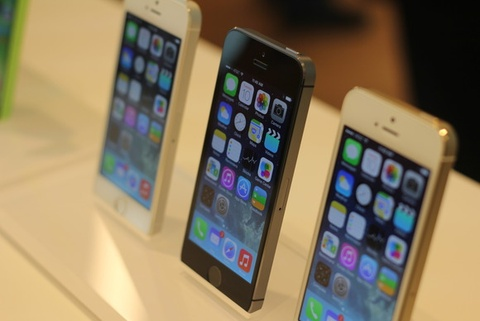 Mua iPhone 5S khoa tu My co the sap duoc unlock mien phi hinh anh