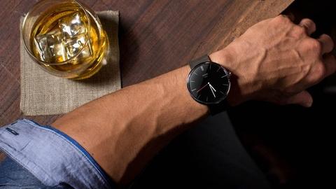 Smartwatch thoi trang nhat tu truoc den nay cua Motorola hinh anh