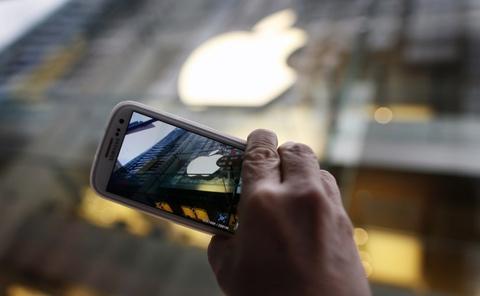 2014 se la nam Apple va Samsung bat chuoc lan nhau hinh anh