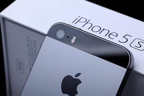 iPhone 5S lan dau rot khoi top 10 smartphone tot nhat thang hinh anh