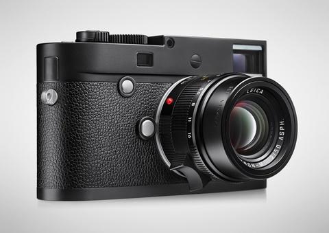 Leica tung camera chi chup anh den trang gia 7.500 USD hinh anh