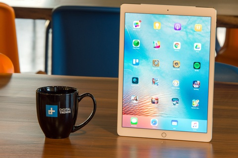 iPad moi co gia tu 600 USD, dung luong 32 GB hinh anh