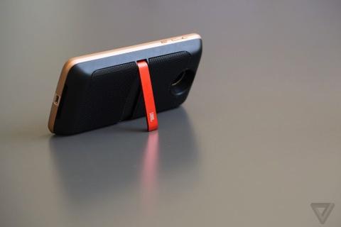 Can canh Moto Z: nang tam smartphone dang thao-lap hinh anh 4