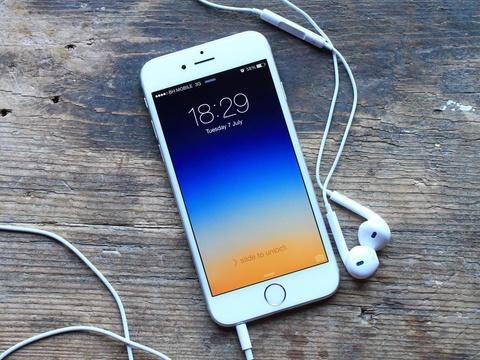 Apple khong con dung iPhone de moc tui nguoi dung hinh anh