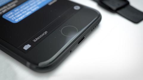 Hoi sinh ban mau den tren iPhone 7 hinh anh 12