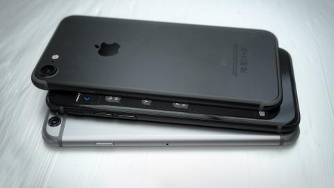 Hoi sinh ban mau den tren iPhone 7 hinh anh 8