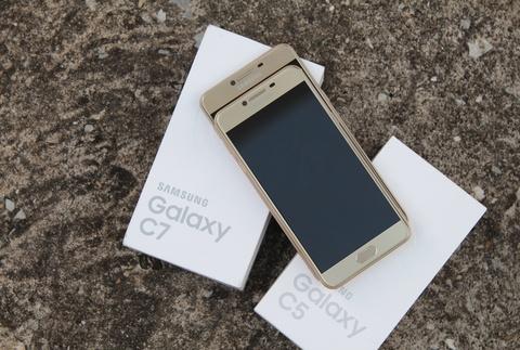 9 smartphone xach tay dat khach moi ve Viet Nam hinh anh 4