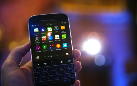 'Dien thoai BlackBerry se khong bien mat' hinh anh