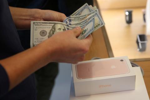 Nhieu nuoc don iPhone 7 cuoi thang 10, chua co Viet Nam hinh anh