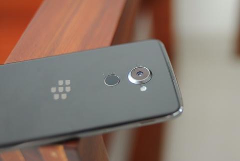 Anh thuc te BlackBerry DTEK60 sap ve Viet Nam hinh anh