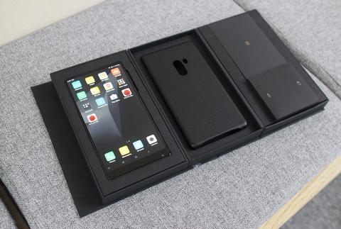 Xiaomi Mi Mix ve VN: Xung danh di dong cua tuong lai hinh anh 1