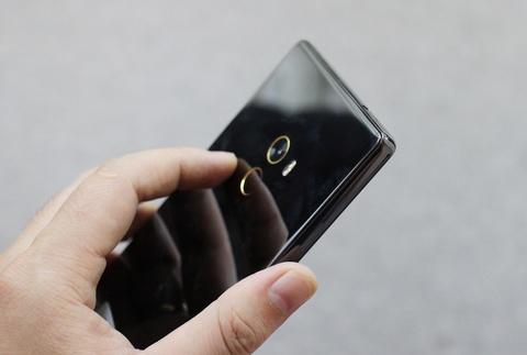 Xiaomi Mi Mix ve VN: Xung danh di dong cua tuong lai hinh anh 4
