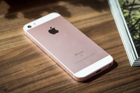 Tuong lai mit mu cua iPhone SE hinh anh