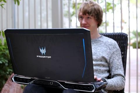 Laptop choi game khong lo gia 9.000 USD tu Acer hinh anh