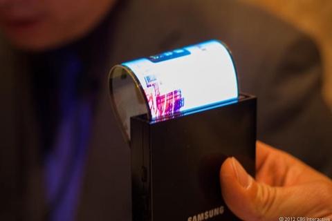 Dien thoai uon deo cua Samsung lien tuc tri hoan hinh anh
