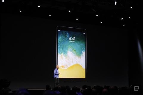Apple gioi thieu iPad Pro moi hinh anh