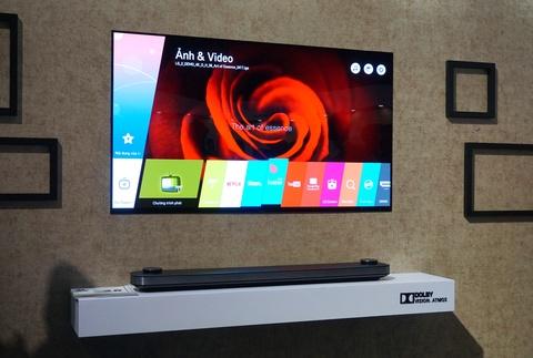 LG Signature W: TV dan tuong 2 mm, gia 300 trieu dong hinh anh