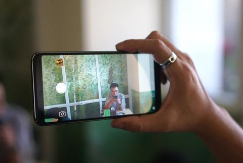 Danh gia Oppo F5: Man hinh dep, camera an tuong hinh anh 2
