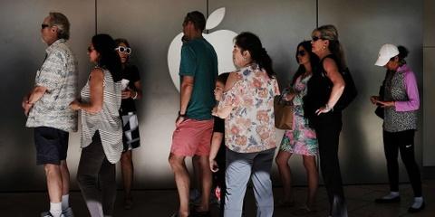 Apple Store 'that thu' vi dong nguoi di doi pin 29 USD hinh anh