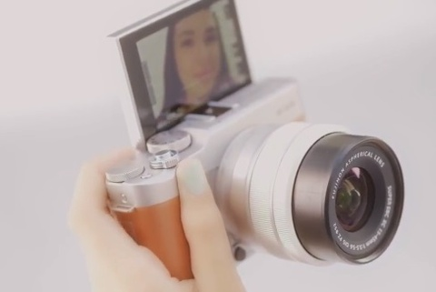 Fujifilm X-A5 ra mat: Man lat selfie, quay video 4K, dang hoai co hinh anh